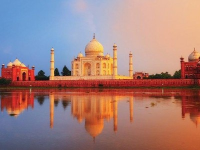 Private Day-Trip to The Taj Mahal and Agra from Mumbai with Return Flights