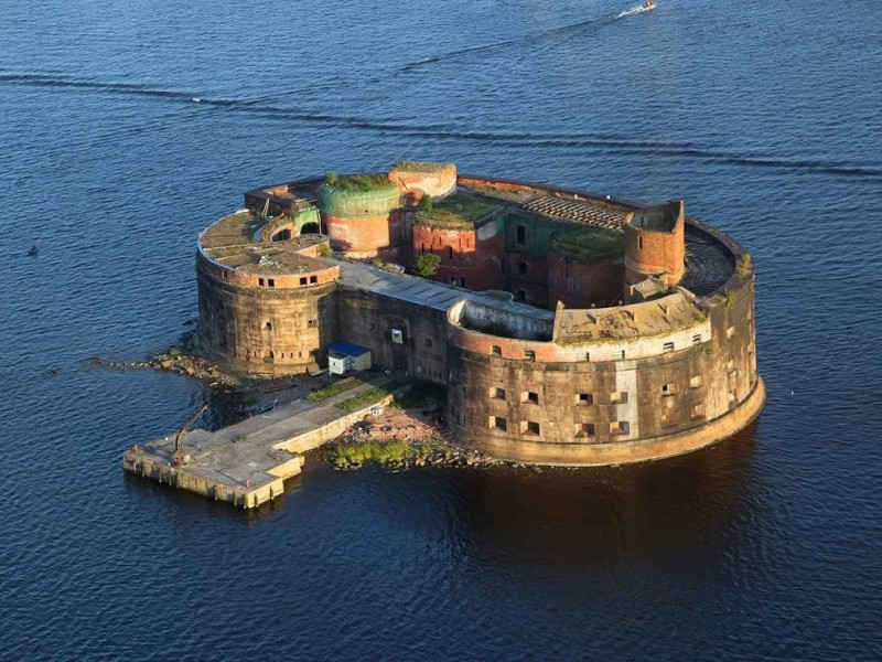 I bring to your attention an excellent water tour of the Forts of the Gulf of Finland, the rivers and canals of St. Petersburg
