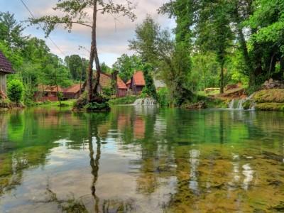 Zagreb to Split Group Transfer with Plitvice Lakes Tour