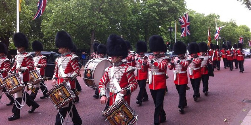 Buckingham Palace Tour Including Changing of the Guard Ceremony