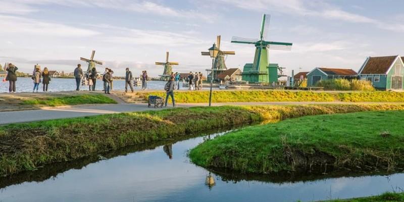 Zaanse Schans Windmills, Marken and Volendam Half-Day Trip from Amsterdam