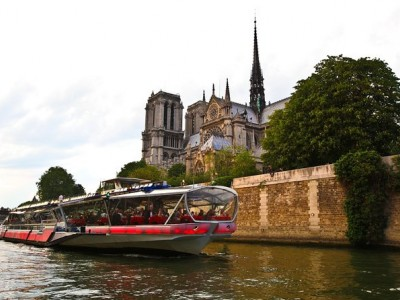 Bateaux Mouches Seine River Cruise Including Dinner and Live Music