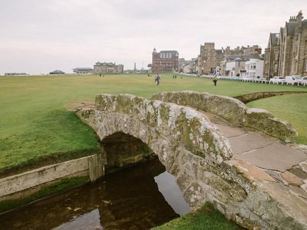 Edinburgh Historical Walking Tour Including Skip the Line Entry to Edinburgh Castle