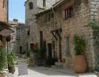 Full-day Cannes, Gourdon, and Saint-Paul-de-Vence small-group tour from Nice