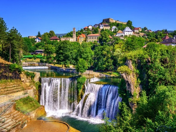 All seasons discovery Bosnia 4 days tour from Sarajevo. Private tour from Monterrasol Travel in minivan. Off the beaten path travel in Bosnia.