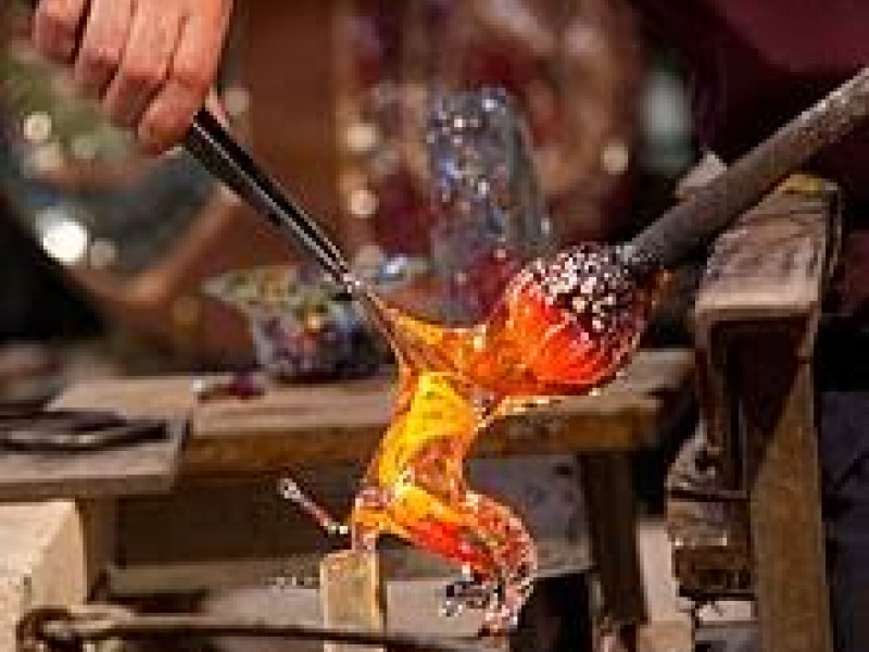 Venice islands in a private boat: Murano &Burano. Experience Glass and Lace making process and enjoy a tasty stop!