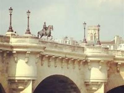 Walking tour of the historic center of Paris with wine and cheese tasting / Пешеходная экскурсия по историческому центру Парижа с дегустацией вина и сыров