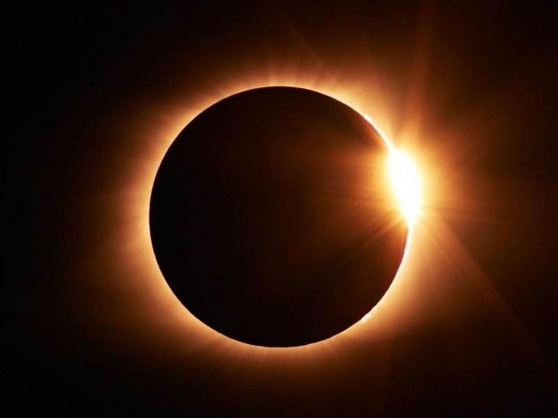 Solar Eclipse sorrounded by Nature