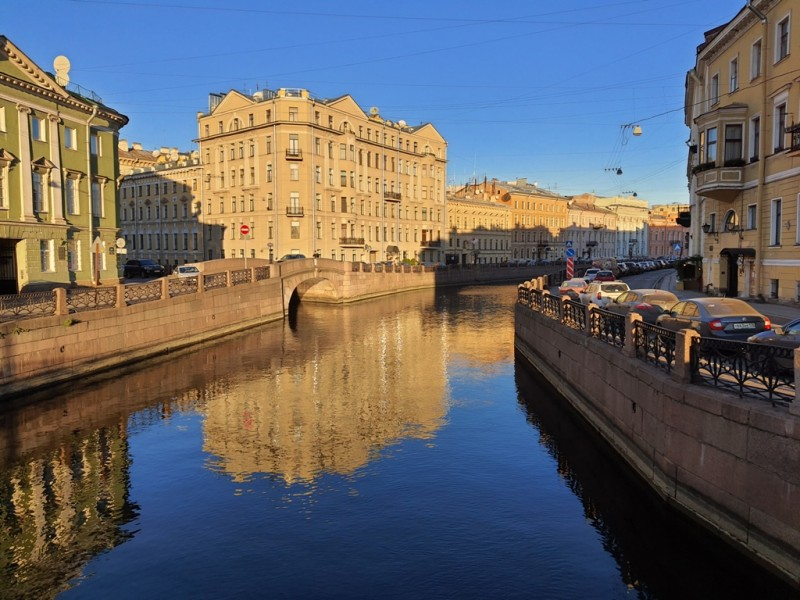 Individual excursions and tours to Saint-Petersburg Russia; Rent a boat with a tour with the captain and guide for 2 hours