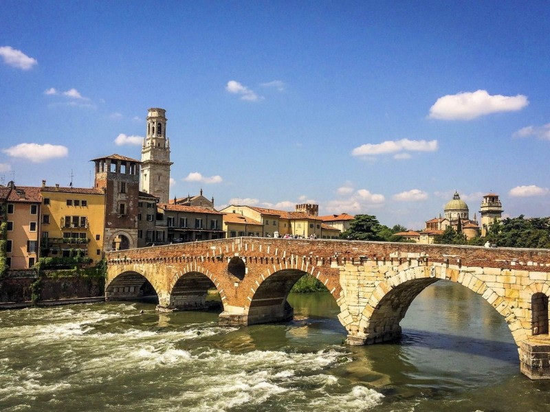 Food and wine walking tour in Verona