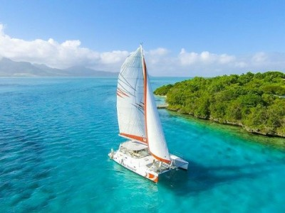 Full Day Catamaran Cruise: Île aux Cerfs with BBQ Lunch
